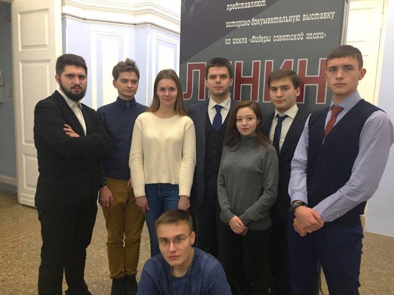 Студенты ИГСУ посетили историко-документальную выставку «Ленин»