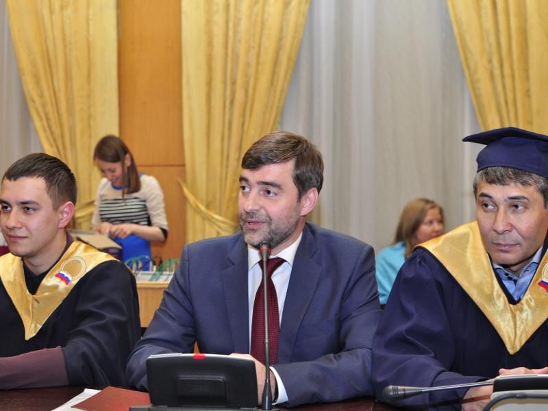 Прошло вручение дипломов магистрантам программы «Государственная служба и кадровая политика»